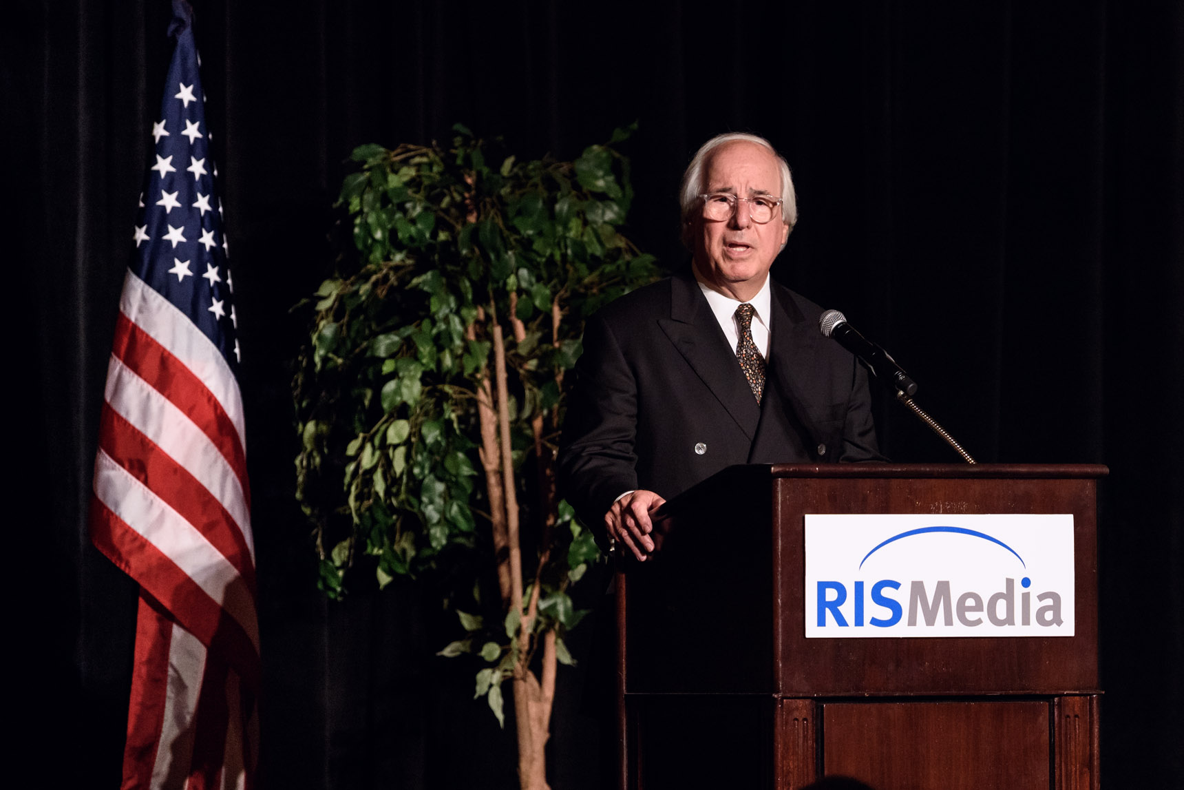 Frank Abagnale Jr. speaking at an event with RISMedia - Event Photography by Michael Courier Photography